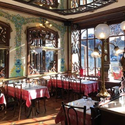 La salle classée aux Monuments Historiques du Bouillon Chartier Montparnasse restaurant dans le 6e arrondissement de Paris
