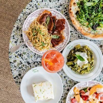 Plusieurs plats du restaurants italien Gemini dans le 6e arrondissement de Paris