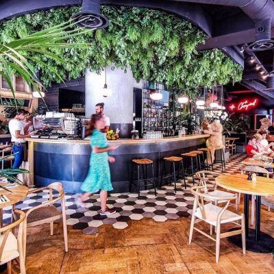 La salle très accueillante avec sa déco moderne du restaurant Le Choupinet dans le 6e arrondissement de Paris