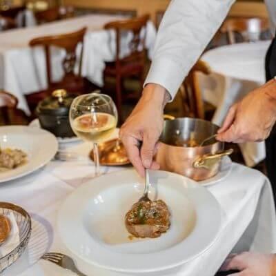 Un plat servi au Procope restaurant Paris 6e
