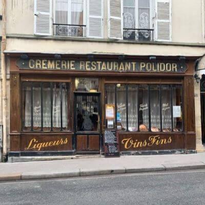 La devanture ancienne et dans son jus de Polidor restaurant dans le 6e arrondissement de Paris