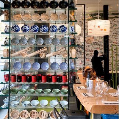 La salle et la déco du restaurant Supu Ramen de Guy Savoy, restaurant dans le 6e arrondissement de Paris