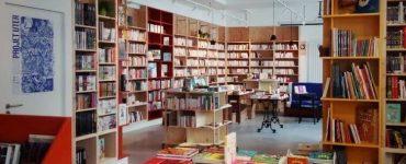 L'intérieur de la librairie El Ghorba mon amour à Nanterre