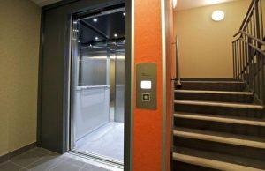 Ascenseur immeuble cage d'escalier