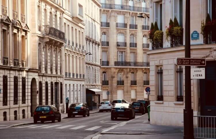 Une rue déserte à Paris